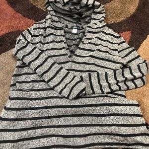Size L UO top